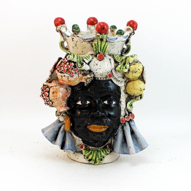 Testa in Ceramica di Caltagirone, con applicazioni di melograni, limoni e foglie. Finitura Antichizzata.  Disponibile anche in coppia.  Dimensioni : diam.cm 20 x H. cm 30.