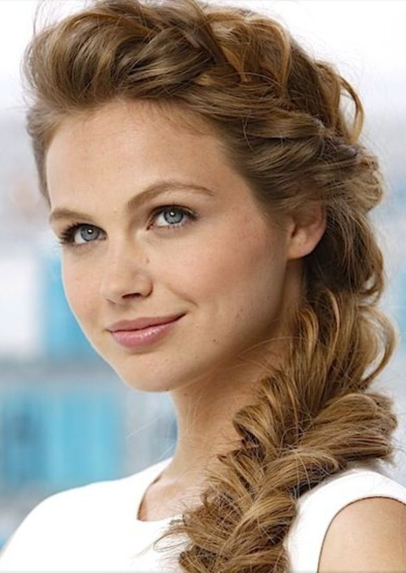 this is such a pretty hairstyle.