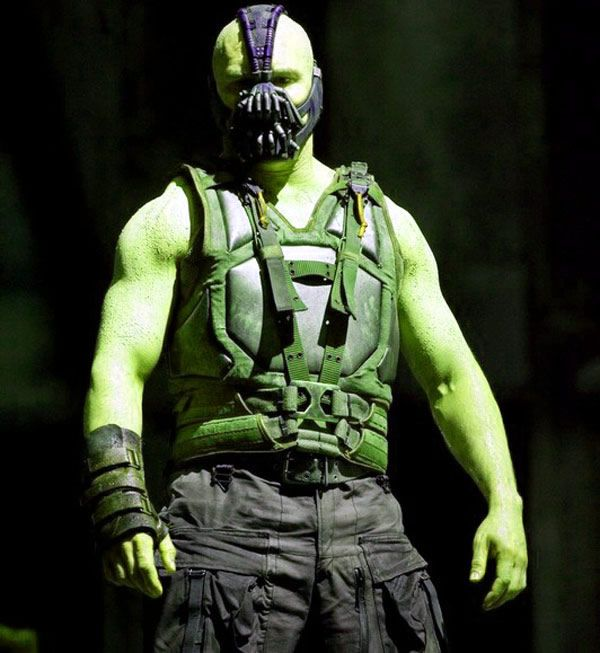 I love Tom Hardy. He is a sexy, sexy man. Even as Bane in the newest Batman movie.