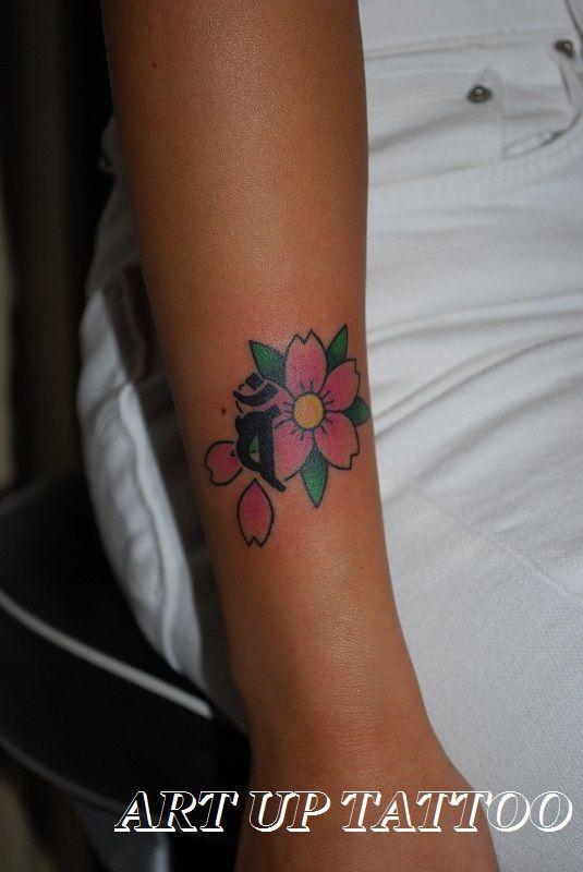 梵字と桜のタトゥー    #tattoo #tattoos #tattooart #tattooist #tattooshop #art #bodyart #ink #bonji #sakura #タトゥー #タトゥースタジオ #インク #アート #ボディアート #アートアップタトゥー #梵字 #バン #桜 #文字 #フォント #東京タトゥー #日野タトゥー #祐 #女性 #女性彫師   これBefore撮らなかったけど   カバーアップなんです。      梵字と桜の部分に  いたずら彫りがあったんだけど、  キレイに隠れたね~