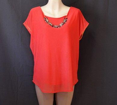 #Blusa #coral con #forro y #collar #dorado