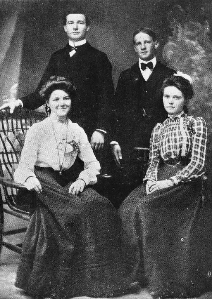 Anaheim High School Senior Class of 1902. Anaheim Public Library/Calisphere.