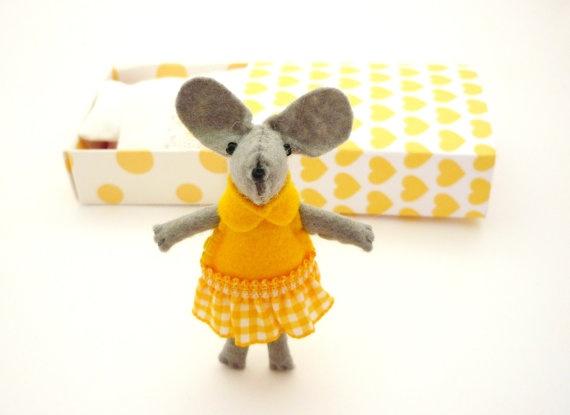 Felt mouse plush yellow miniature matchbox by atelierpompadour