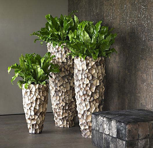 Beautiful sphere photo with 3 sizes of the Tunda Vase, with coconut shell on the outside.