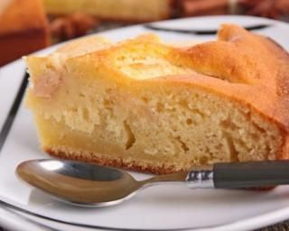 Gâteau au yaourt allégé aux pommes : http://www.fourchette-et-bikini.fr/recettes/recettes-minceur/gateau-au-yaourt-allege-aux-pommes.html