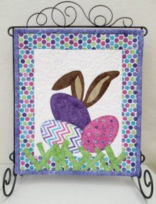I See The Easter Bunny Wall Hanging Kit Quilts Table