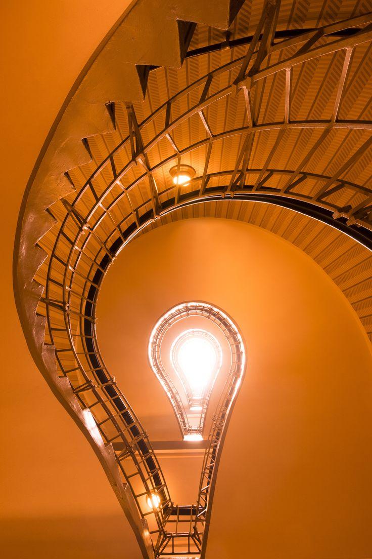 u02dalight bulb staircase