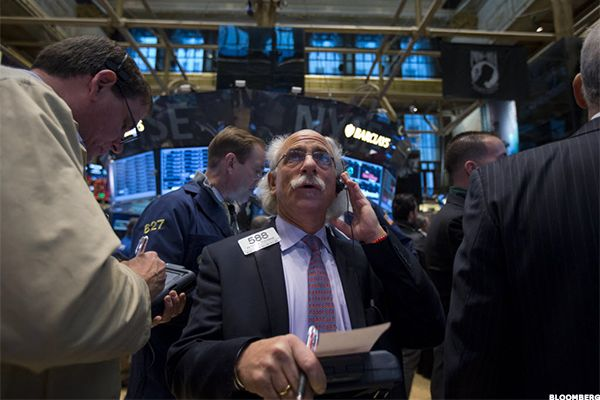 Coca-Cola (KO) Stock Collapses, Foreign Exchange Dents Quarterly Sales, Jim Cramer's Take ByU-Jin LeeFollow | 10/21/15  Coca-Cola (KO) shares are tumbling on Wednesday after the beverage maker reported its third quarter fiscal 2015 financial results. Earnings beat, revenue fell short of estimates.