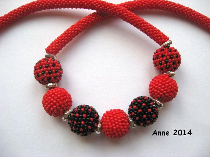 Rote Kugelkette
