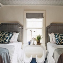 Twin bed guest room