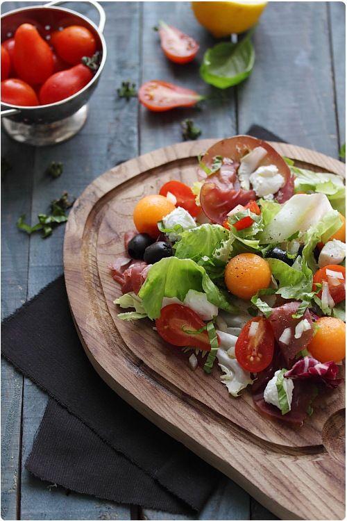 Salade estivale melon, bresaola, tomate et chèvre