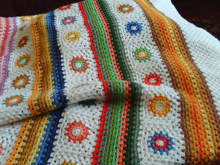 granny squares + granny stripes: Crochet Flowers, Crochet Blankets, Crochet Motif, Free Crochet, Craft Blackboard, Granny Squares, Great Ideas, Crochet Patterns, Granny Stripes