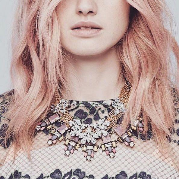 Rot trifft Rosa! Neuer Haar-Trend Roségold