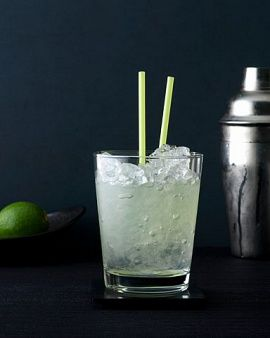 Vodka and Diet Lime-flavored Soda Like Sprite Zero or Diet Sierra MistNo, it's not the most glamorous drink at the bar, but it is refreshing (and refreshingly low in calories—under 100!). Plus, it's clear, so your dry cleaner will thank you if you spill any on your new party dress.