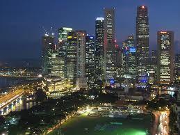 """Singapur es también llamda """" la ciudad sorprendente"""", """"La ciudad jardín"""", sin duda es eso y mucho más gracias a su pasado colonial, su pluralidad cultural y sus espectáculos reconocidos mundialmente, gracias a esto  el turismo es la tercera industria más grande atrayendo millones de visitantes al año.  http://www.turismoenasia.com.ar/viajes-singapur.html"""
