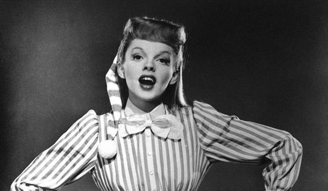 Onu Oz Büyücüsü filmiyle tanımıştık: Judy Garland  Oz Büyücüsü'yle (1939)…