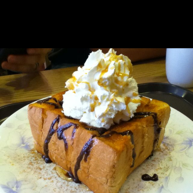 Maybe I'll get sent to Osan & try this honey toast from Blue Mountain Cafe, Osan, South Korea.