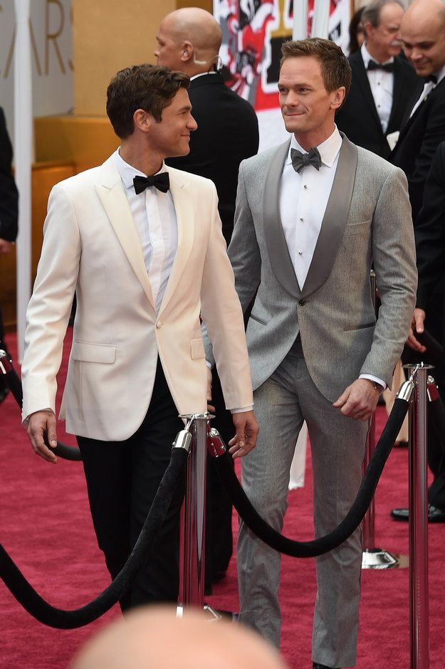 This look says more. | Neil Patrick Harris And David Burtka Are In Love And Adorable On The Red Carpet At The Oscars