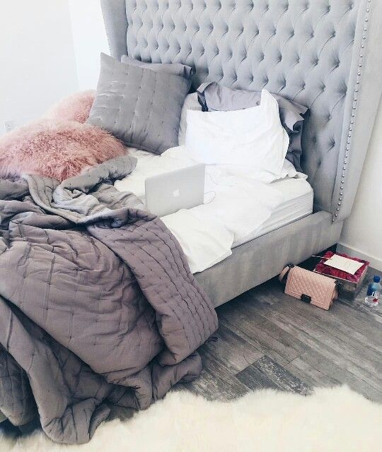 Pink and grey bedroom //