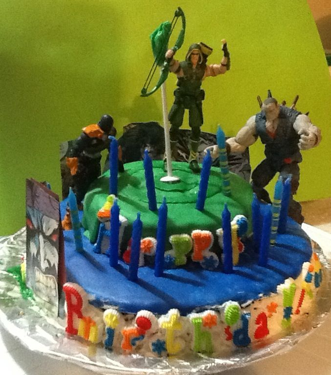 Lobo And Green Arrow Birthday Cake Birthday Pinterest