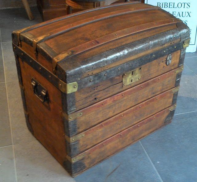 LE VIDE GRENIER DE DIDOU LA BROCANTE: ancienne malle bois bombée ferrure bronze laiton malle valise de voyage