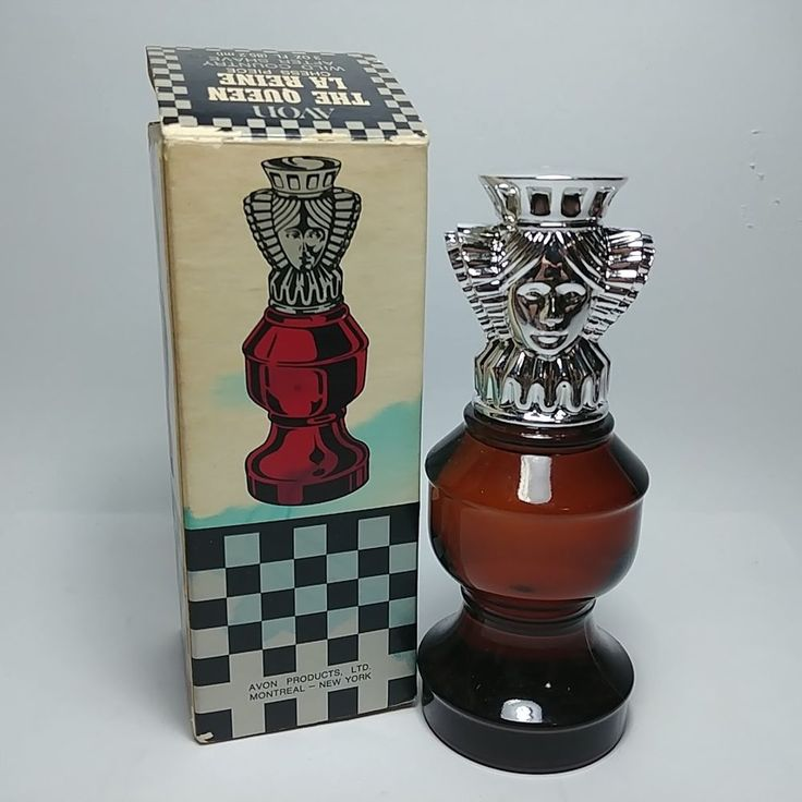 Vintage AVON The Queen Chess Piece Wild Country After Shave 3 Oz Bottle In Box