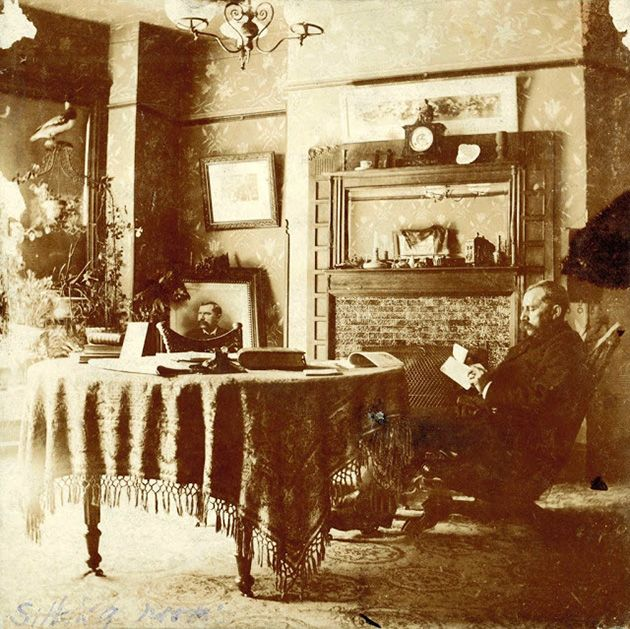 Victorian And Edwardian Interior 38 Rare Photos Show Everyday Life Of People In Their Houses Over 100 Years Ago Victorian House Interiors Victorian Interiors Victorian Parlor