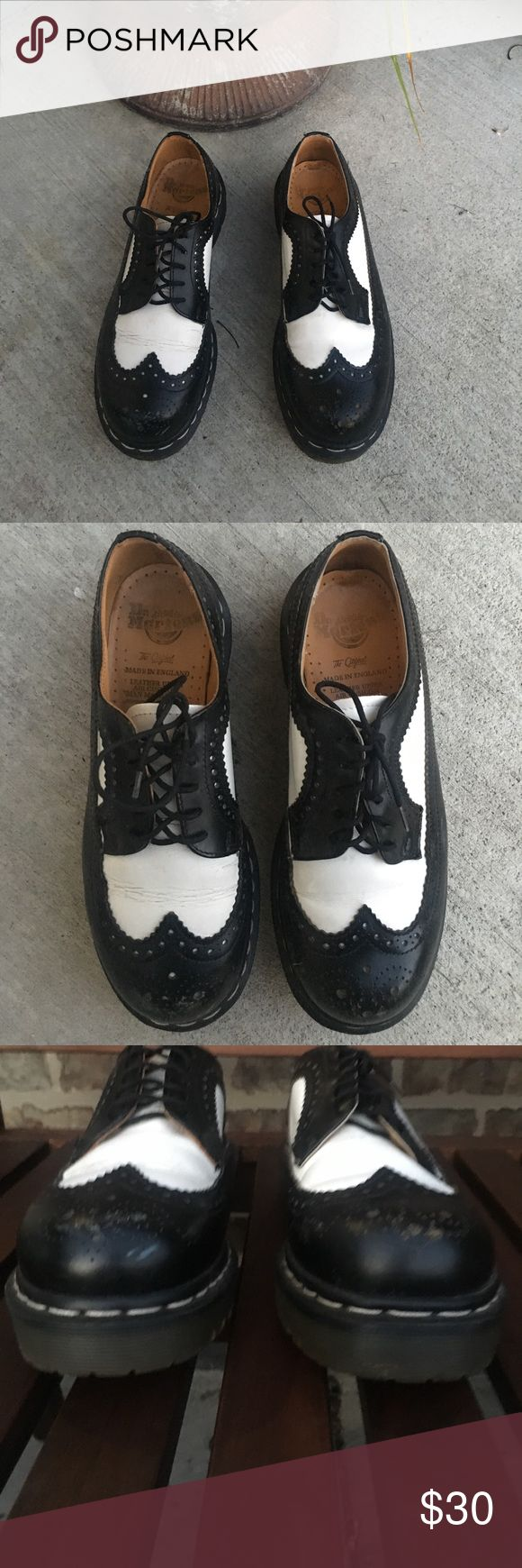 Used Dr. Marten Brogue Oxford wingtip shoes FIRST MADE IN THE MID-'60S, THE UNISEX 3989 BROGUE SHOE FEATURES A UNIQUE COMBO OF BLACK-AND-WHITE WINGTIP STYLE WITH THICK, EXTRA-CHUNKY AIRWAIR™ BOUNCING SOLES — A REBELLIOUS UNION OF PROPER MENSWEAR, COUNTERCULTURE ATTITUDE AND PURE STYLE.  These show signs of wear but still have a plenty of life left (see pics) UK 6 (Women's 8/ Men's 7) Shoes Flats & Loafers