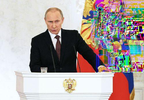 glitchnews:  18日、モスクワのクレムリンで演説するプーチン露大統領(ロイター)  I see.