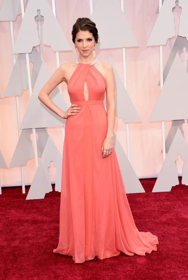 Anna Kendrick belíssima no tapete vermelho! #Oscars2015 #redcarpet
