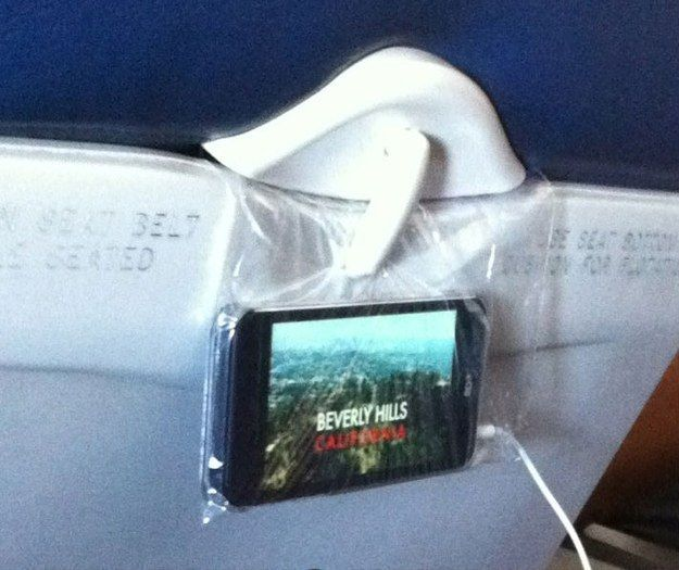 No in-flight entertainment? Take a sandwich bag and use your phone!