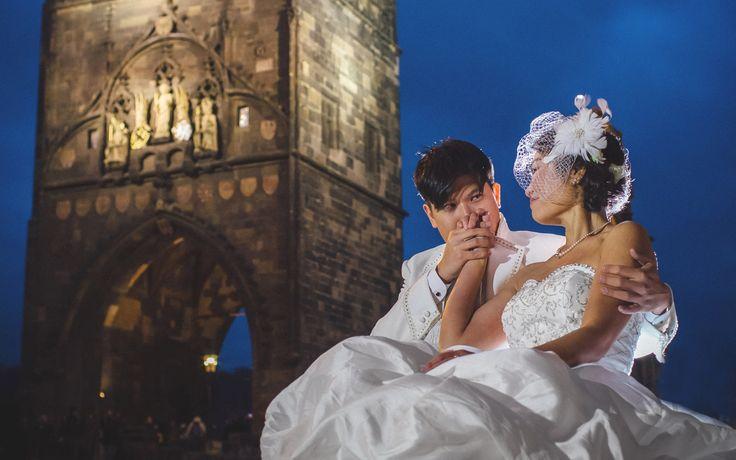 Schnee & Mr. Chen / pre wedding location: Charles Bridge Powder Tower