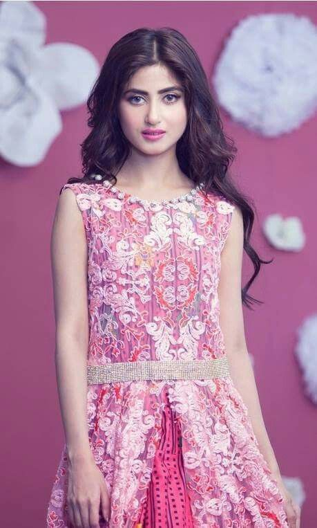 Love her she is soo beautiful and amazing she is my favourite actress and model love her my favourite amazing.