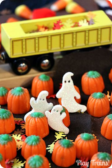 Quick and Easy Halloween Train Layout Ideas from Play Trains!