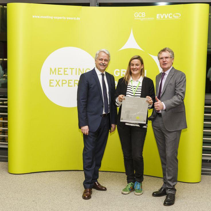 Unsere Tagungsspezialisten Claudia Schaffhausen durfte den Nachhaltigkeitspreis der Veranstaltungsbranche entgegennehmen.  Am 09. Februar 2015 wurde der Preis im Rahmen der Konferenz green meetings und events verliehen.