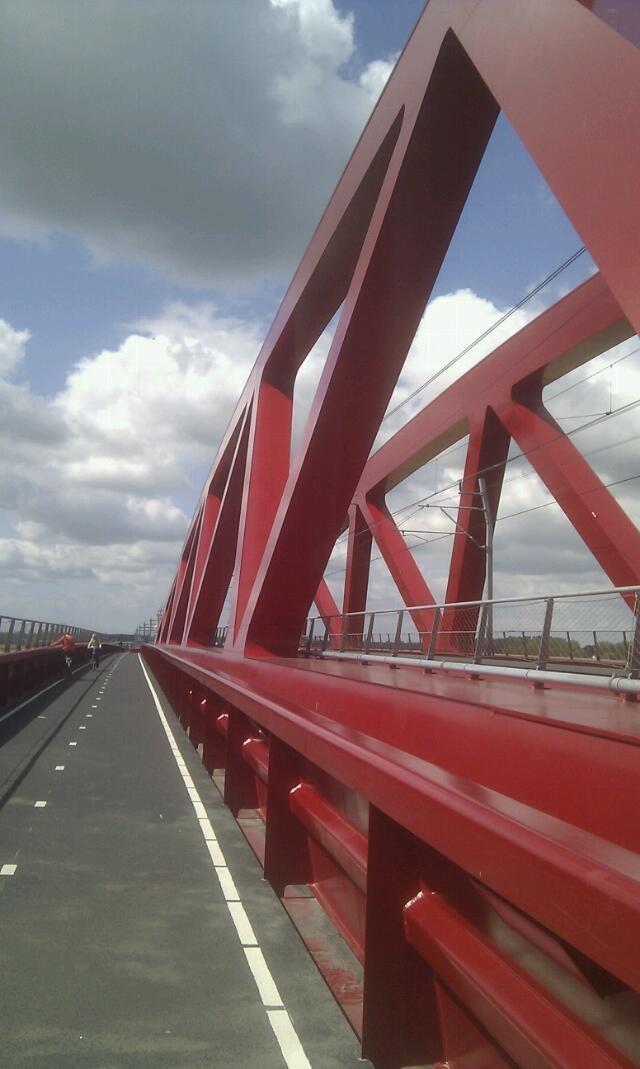 Hanzebrug Zwolle  (nieuwe spoorbrug daarnaast fietsruimte over de ijssel)