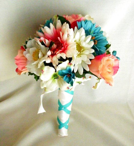 Bouquet di Primavera: Toni Pastello o Colori Vivaci? The Wedding Italia