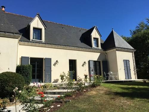 la prince napoléon Savonnieres La prince napoléon is located in Savonnières, 12 km from Tours. Free WiFi is featured throughout the property and free private parking is available on site.  Rooms are fitted with a flat-screen TV.  You will find luggage storage space at the...