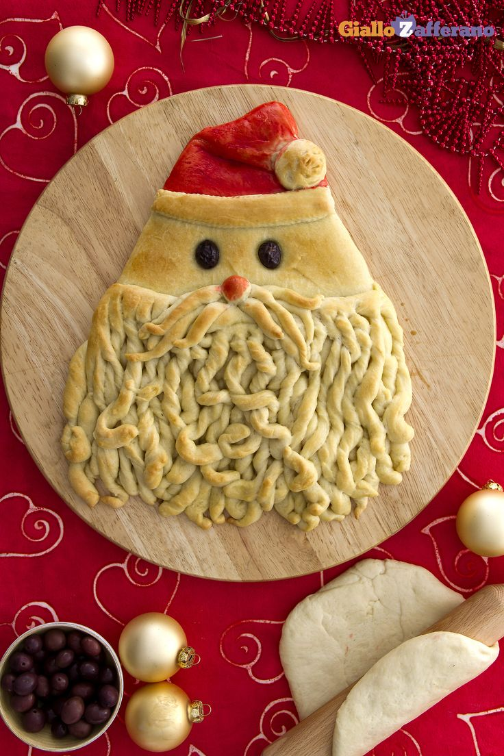 Una #ricetta originale per passare insieme ai vostri bambini la vigilia di #Natale con le mani in pasta: Il pane di Babbo Natale (Santa Claus bread)! #GialloZafferano #Christmas #italianfood http://speciali.giallozafferano.it/decorazioni-speciali