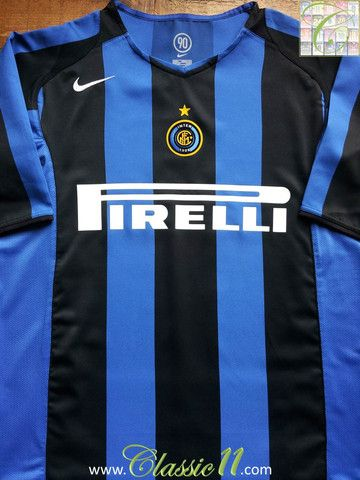 Relive Internazionale's 2004/2005 season with this vintage Nike home football shirt.