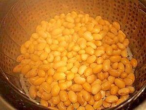 楽天が運営する楽天レシピ。ユーザーさんが投稿した「圧力鍋で 蒸し大豆」のレシピページです。いつもは水煮を購入してますが、初の乾物大豆を圧力鍋で蒸してみました♪。大豆(乾物),水(浸し用),☆水の量は調節してください