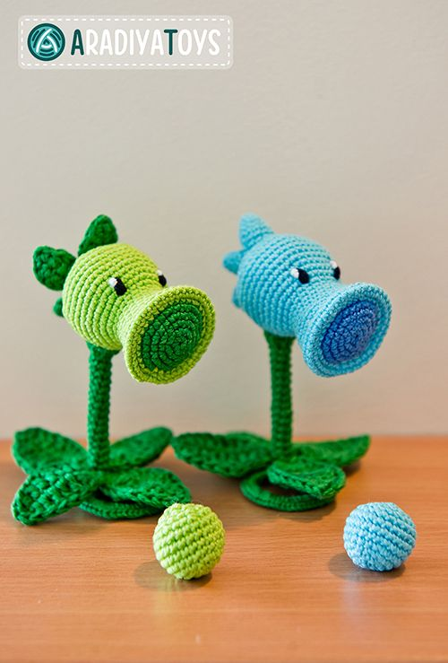 Peashooter and Snow Pea (plants vs zombies) amigurumi crochet pattern by AradiyaToys