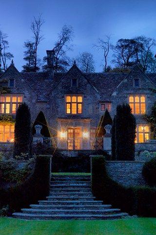 English Country Garden | Topiary Design | Garden Design Ideas (houseandgarden.co.uk)