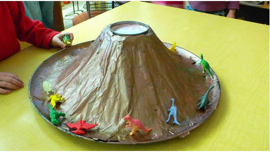 How to make a baking soda volcano. #32andnevermadeone