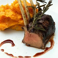 rack of lamb with rosemary and red wine sauce