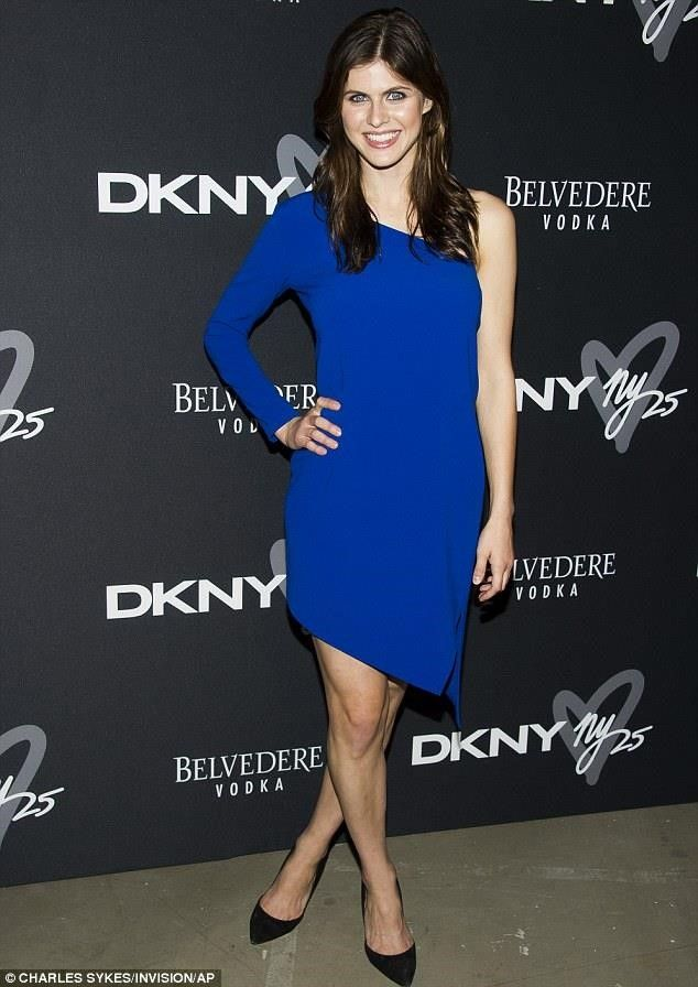 Alexandra Daddario look Hot In Blue Dress #hollywoodactress #celebritystyle
