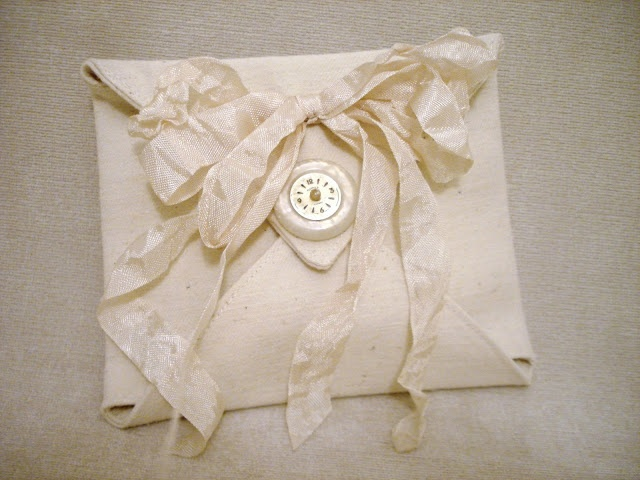 A free tutorial for you!How to Create an Envelope Lavender Sachet ~