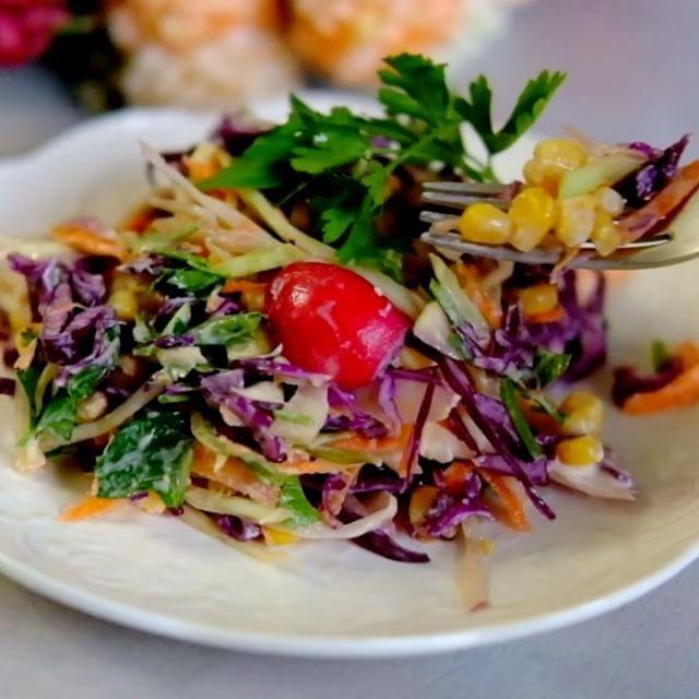 21.9 тыс. отметок «Нравится», 152 комментариев — Раиса Алибекова 🦋ЖИЗНЬ И ЕДА (@raisa_foodblogger) в Instagram: «Сезон витаминных салатов объявляю открытым 🍀А какая вкусная заправка к салату 😍- объедение 🔥Ставь…»