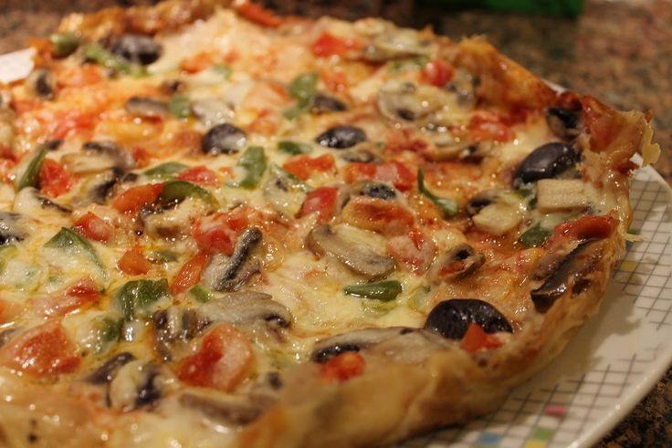 Yufkadan pizza tarifi, Artık pizza siparişi yapmak yerine evde kendi imkanlarınızla satın alınan pizza gibi bir pizza yapabilirsiniz. Pratik ve kolaylığı ile ilk tercih olan pizza tarifi. Gerekli malzemeler: 2 adet yufka 2 yemek kaşığı yoğurt 1 adet yumurta 1 çay bardağı süt Yarım çay bardağı zeytinyağı 1 adet sivri biber (doğranmış) 1 kase rendelenmiş …