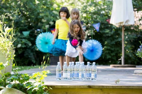 Bowling med små vandflasker